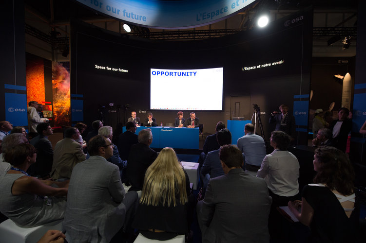 Roundtable: 'The future is here, panel on Govsatcom and 5G'