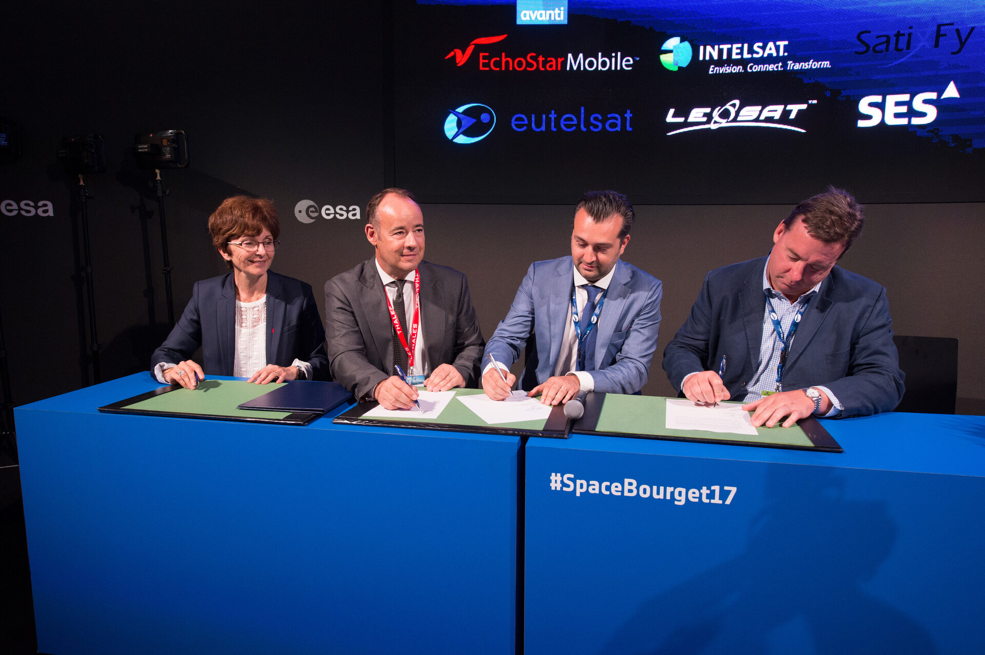 Signature of a joint statement on collaboration over 'Satellite for 5G'