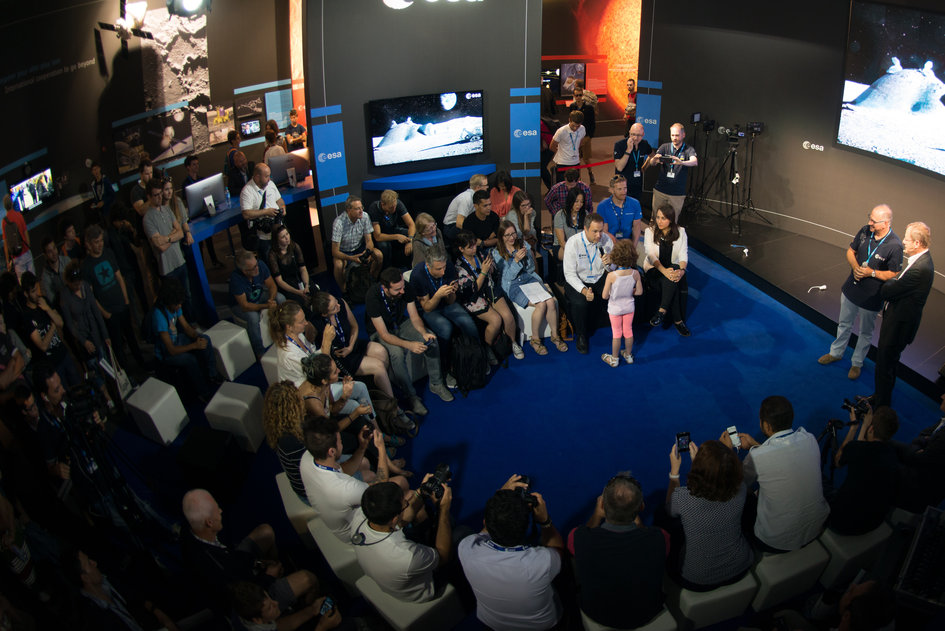 'Space 4.0ur future: plug and play': interactive talk with social media followers