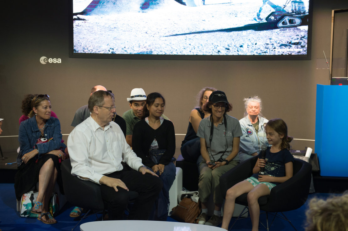 'Space 4.0ur future: plug and play' session with Jan Woerner dedicated to kids at the ESA Pavilion