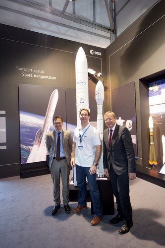 Stephan Israel with Thomas Pesquet and Jan Wörner at the ESA Pavilion