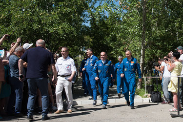 Expedition 52 crewmembers wave farewell to family and friends
