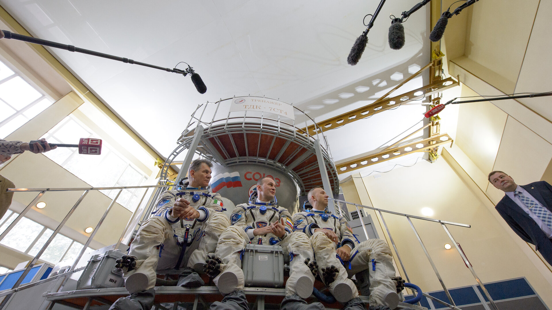 Paolo and crew during Soyuz exam
