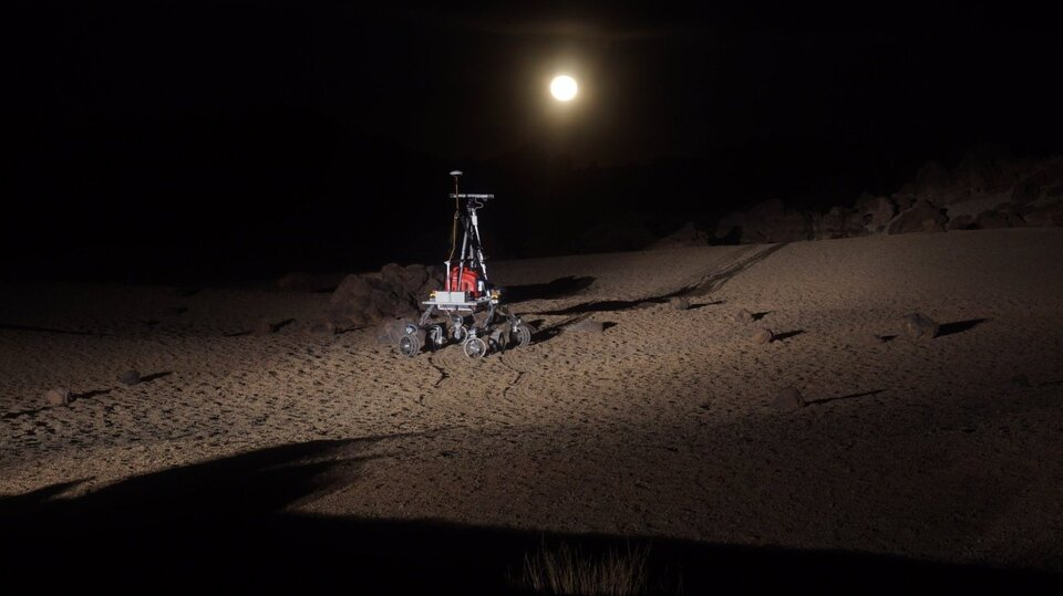 HDPR rover and Moon