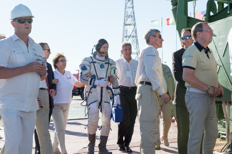 Paolo Nespoli and Franco Ongaro walking to the launch pad