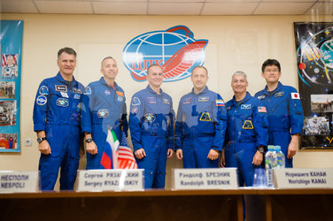 Prime and backup crewmembers during the pre-launch press conference