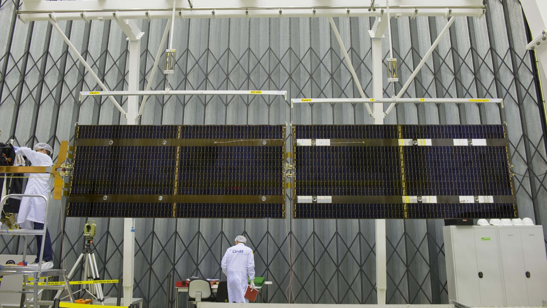 Side view of deployed Galileo solar wing