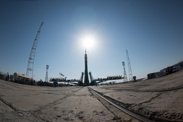 Soyuz MS-05 spacecraft moved into vertical position