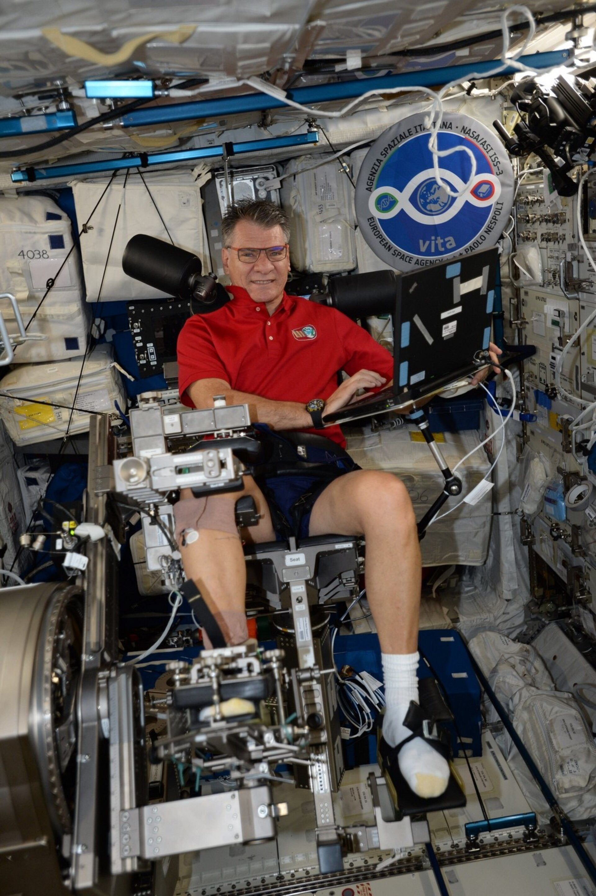 Paolo Nespoli uses the Mares machine