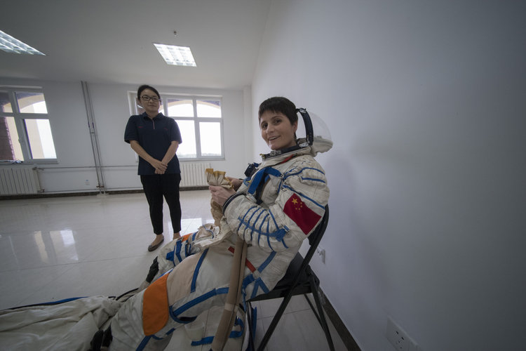 Samantha in Chinese pressure suit