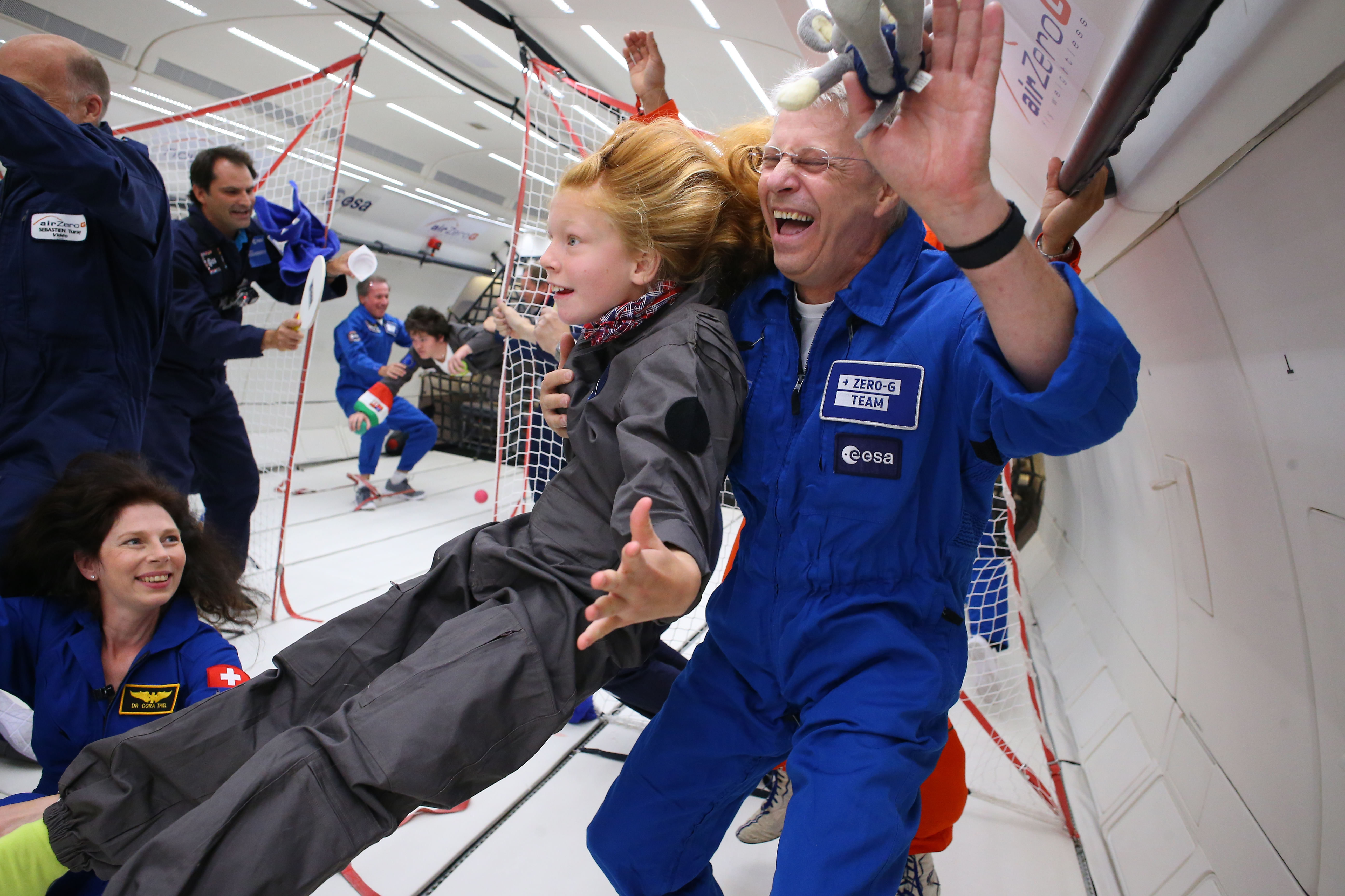 why astronauts in outer space experience weightlessness - photo #7