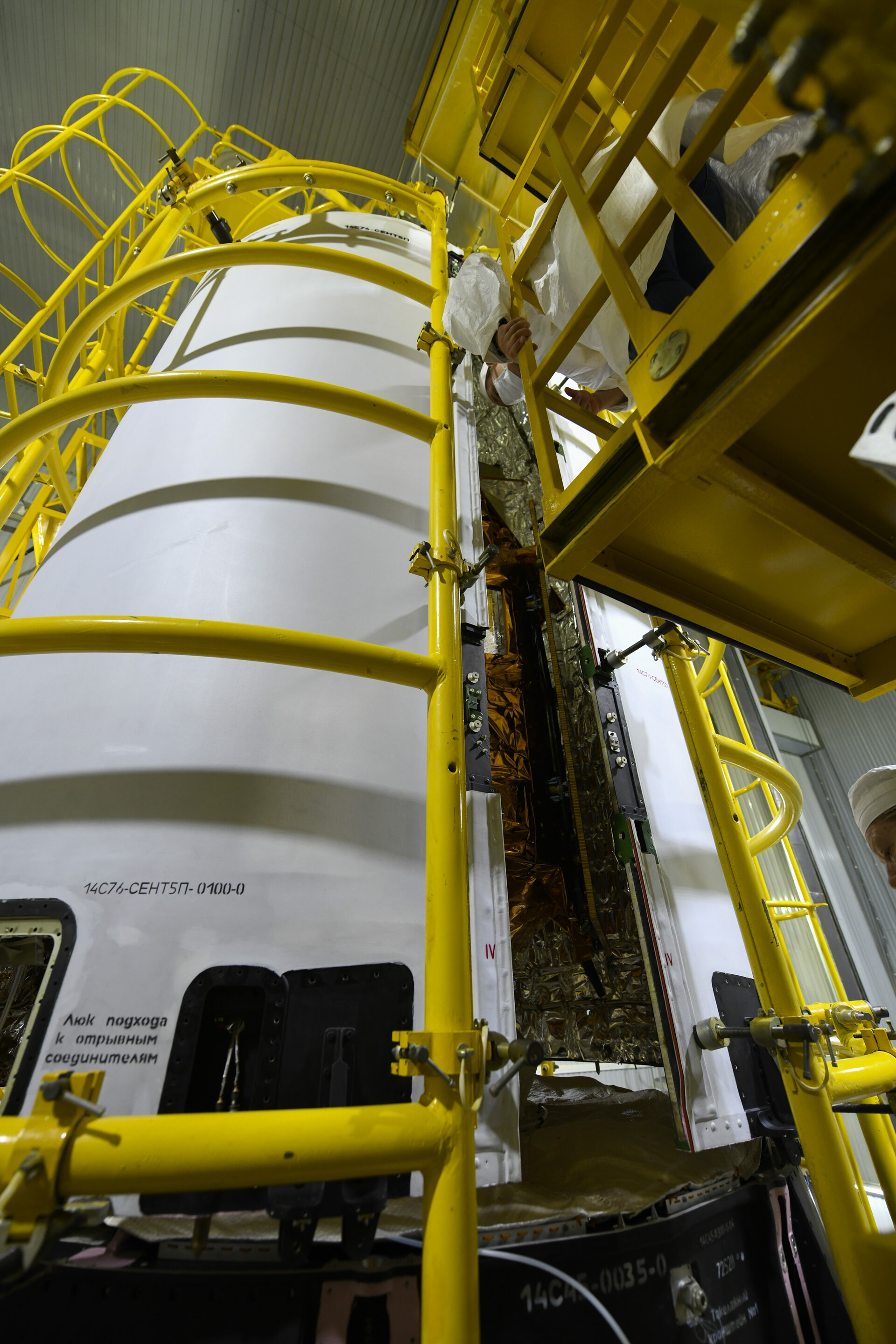 Encapsulation of Sentinel-5P within the launcher fairing