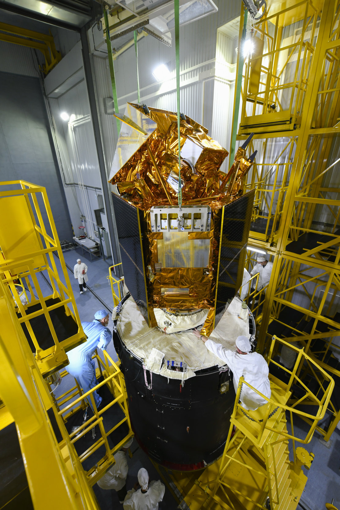 Sentinel-5P being mated with the rocket's upper stage