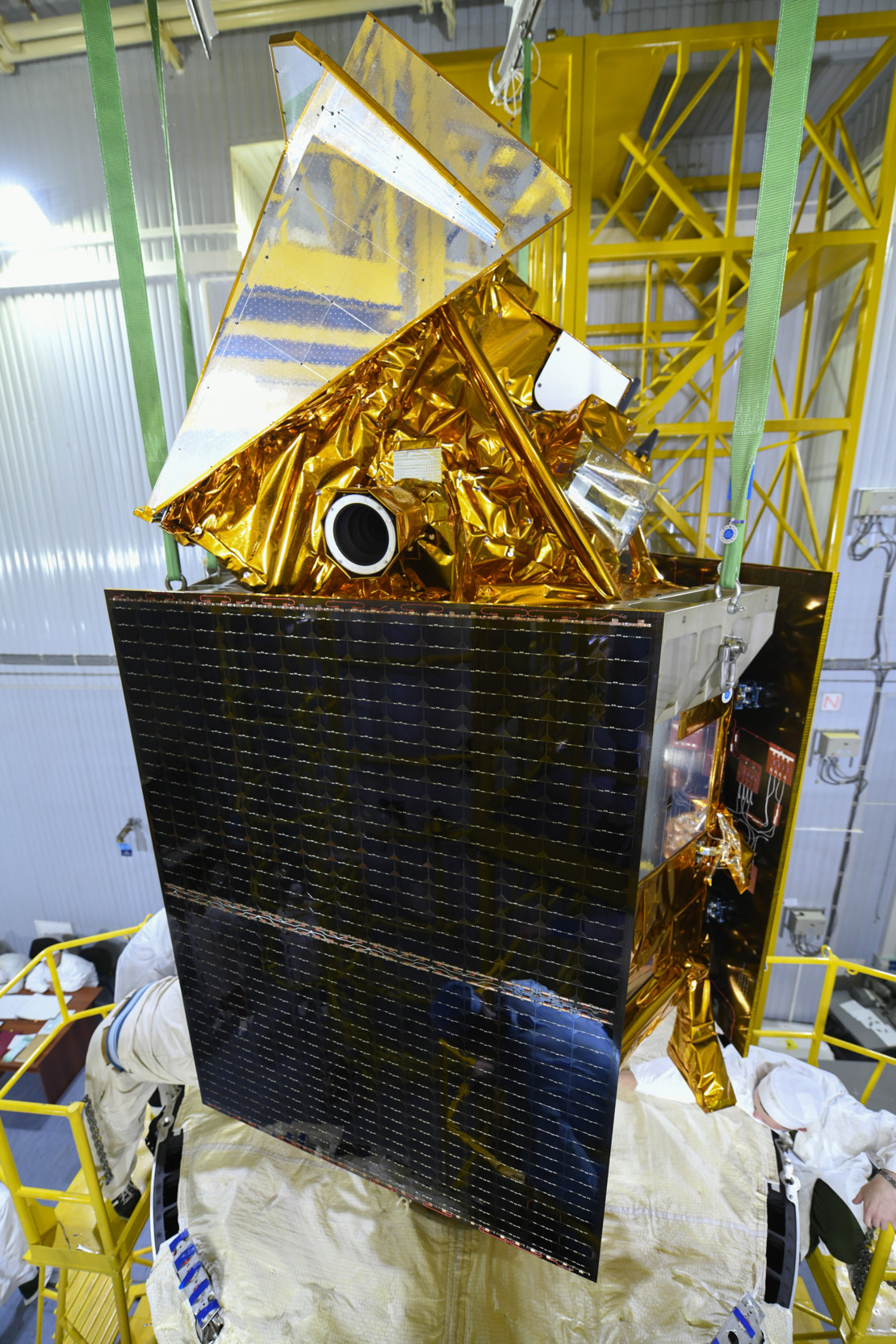 Sentinel-5P mated with the rocket's upper stage