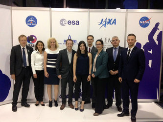 ESA Education staff and sponsored students meet with ESA's Director General