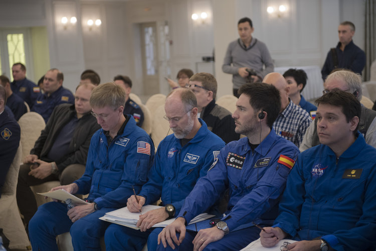 Briefing in Karaganda for the landing of Soyuz MS-05