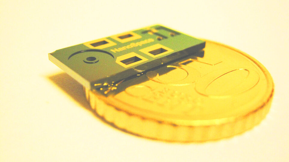 Thruster chip for CubeSats