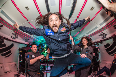 Weightless Steve Aoki