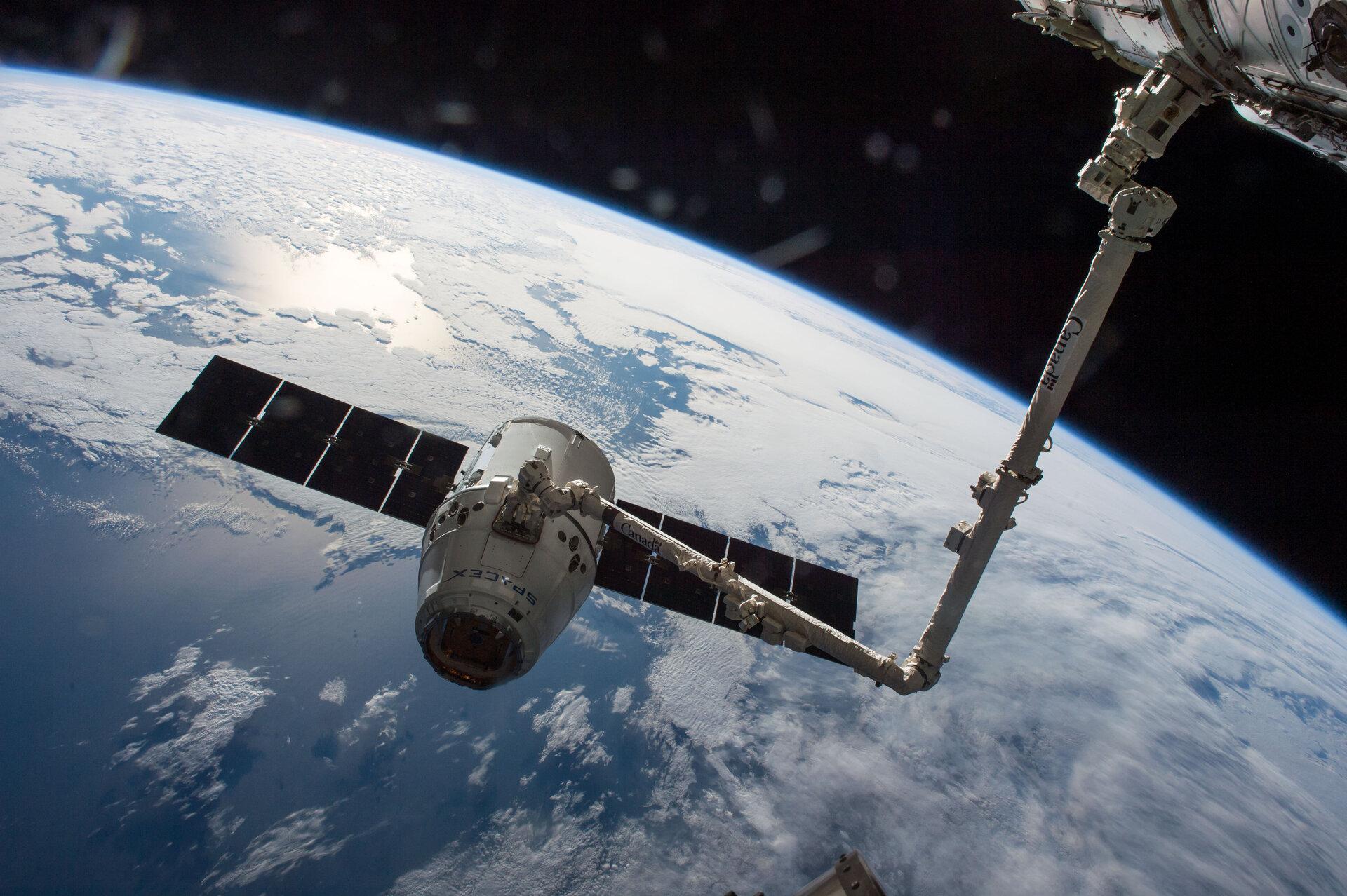 ESA - Dragon capture