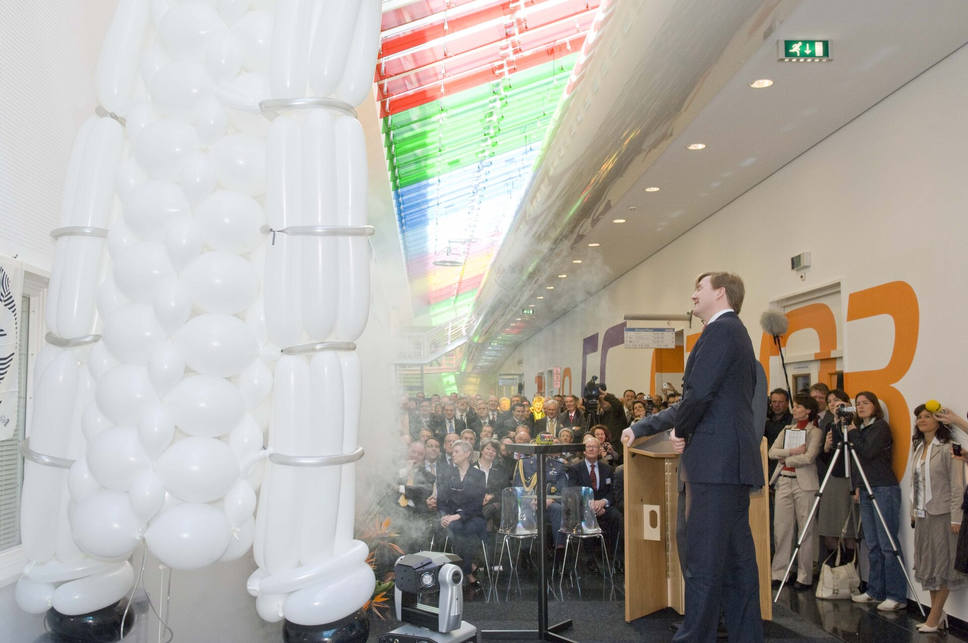 Prince Willem-Alexander opens ESTEC's new lab corridor in 2008