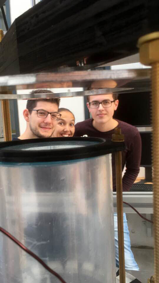 Drop Your Thesis! 2017 The Ferros team imaged with their ferrofluid container
