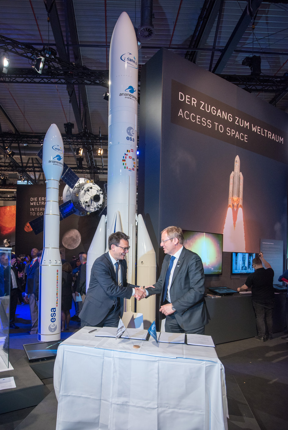 ESA and Arianespace ESA sign a contract for the procurement of launch services