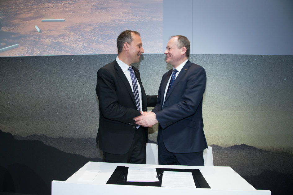 ESA and NASA sign statement of intent on Mars sample collection