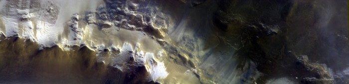 Sonda Trace Gas Orbiter poslala první snímky z oběžné dráhy Marsu, zkoumá jeho atmosféru