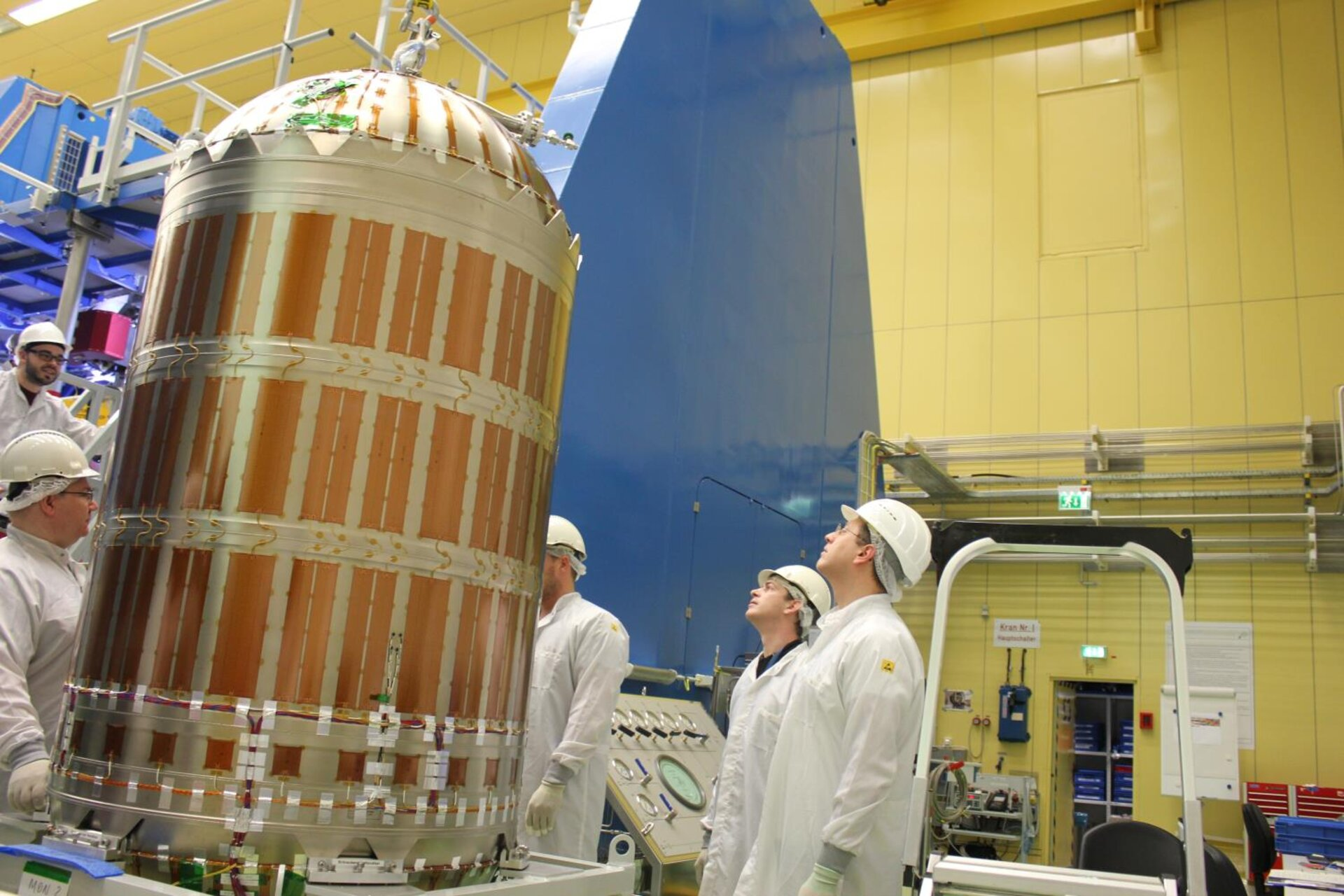 Orion service module fuel tank installation
