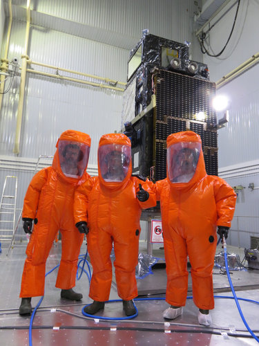 Suited and booted to fuel Sentinel-3B