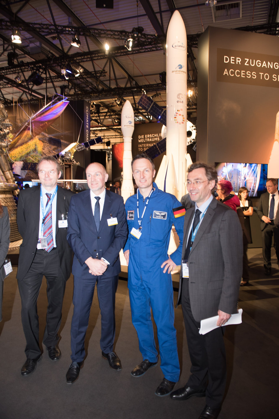 Visit of Dr Rolf Bosinger to the Space Pavilion at ILA Berlin
