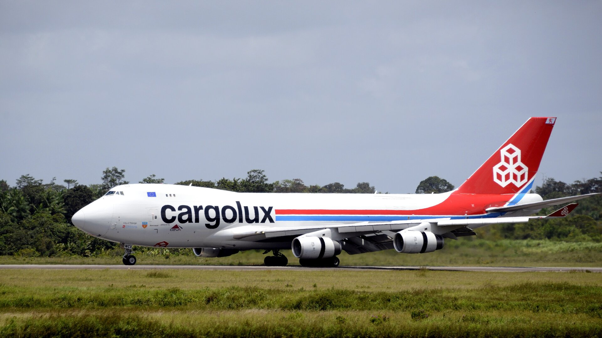 Cargo aircraft arriving