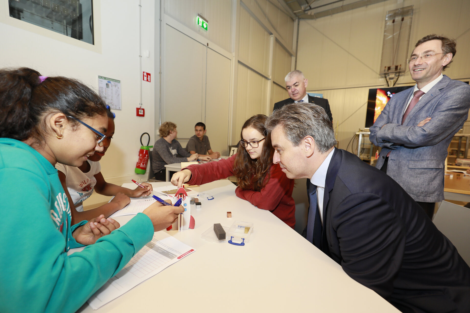 Pupils with the Luxembourg Minister of Education, Children and Youth