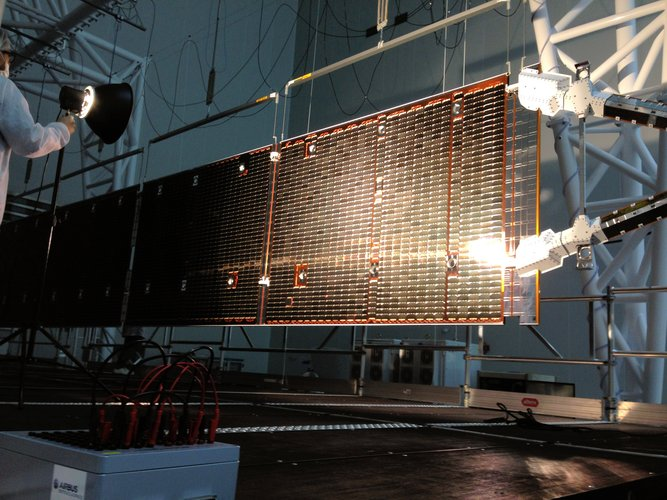 Mercury Transfer Module solar wing inspection