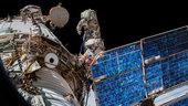 Außenbordeinsatz für ICARUS - Antenne für deutsch-russisches Experiment auf der Internationalen Raumstation montiert