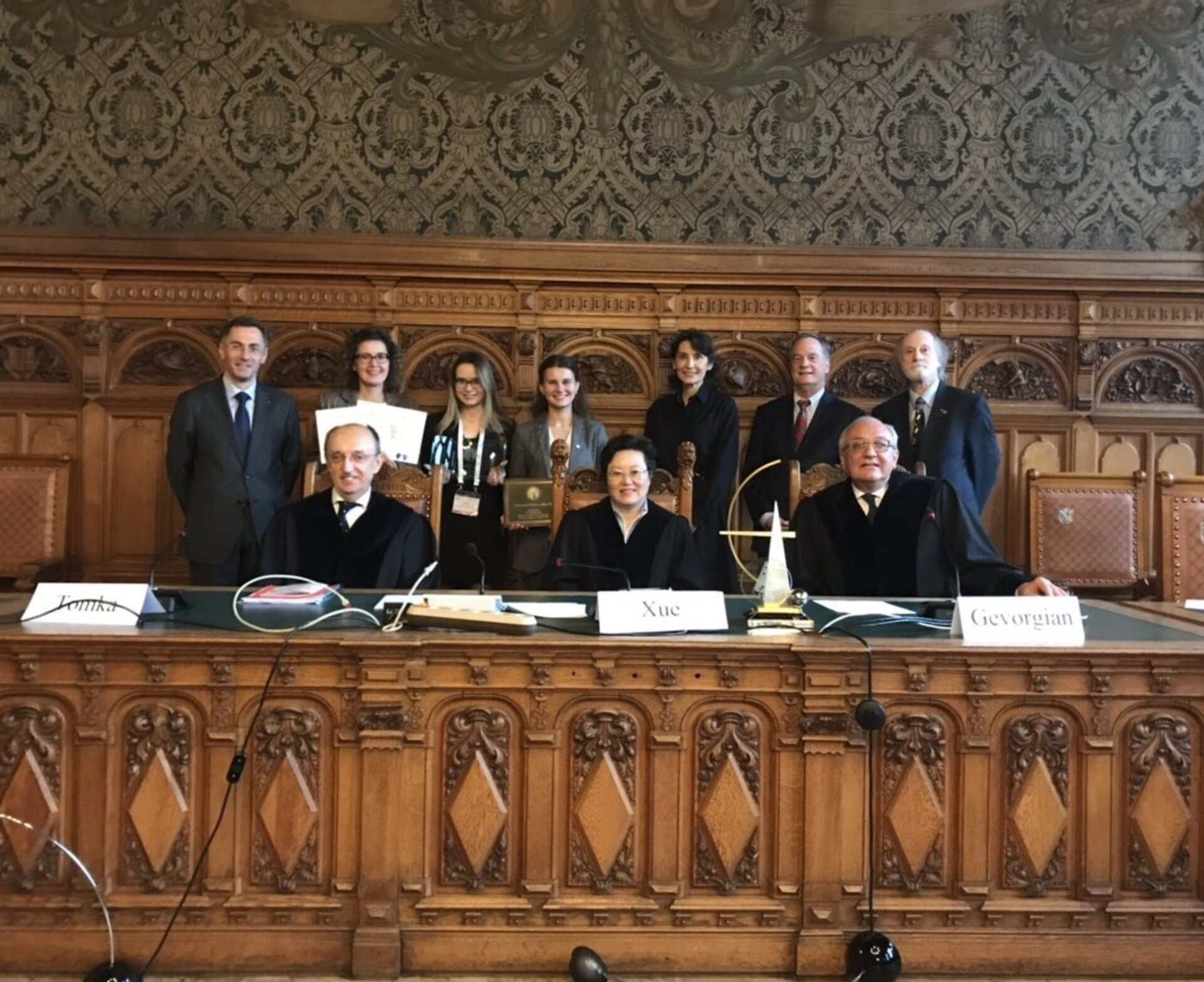 The team receiving the award for the Best Written Memorials from the IISL Organisors and three sitting judges of the ICJ.