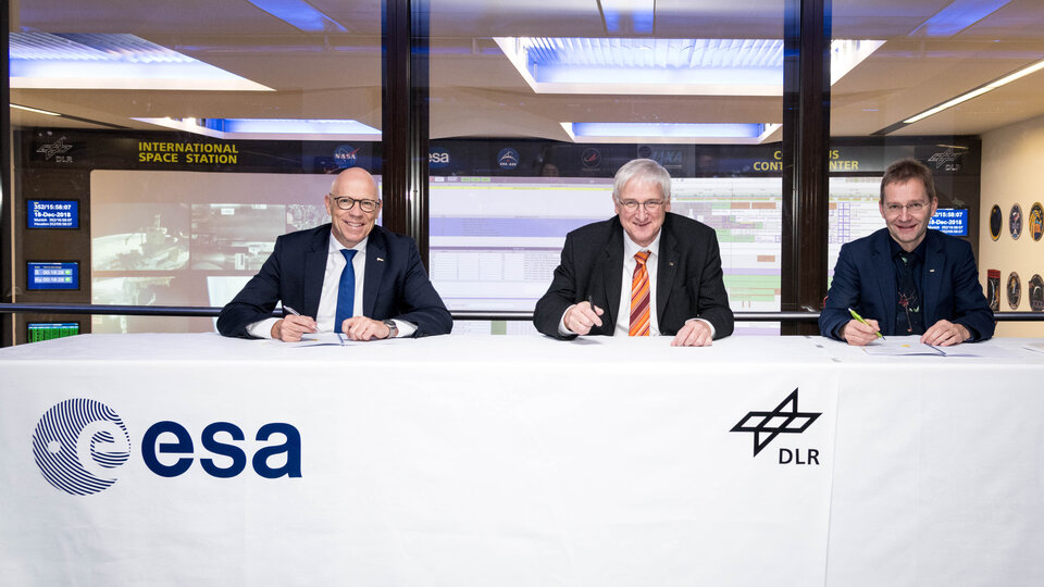 ESA and DLR signed cooperation agreement