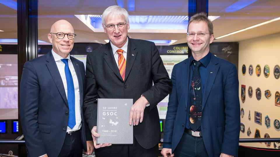 ESA's Rolf Densing (left) joins Hansjörg Dittus and Felix Huber (right) from DLR