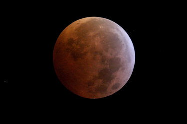 Stellar occultation during lunar eclipse – egress