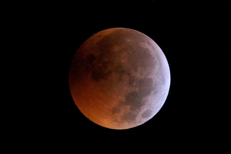 Stellar occultation during lunar eclipse – ingress