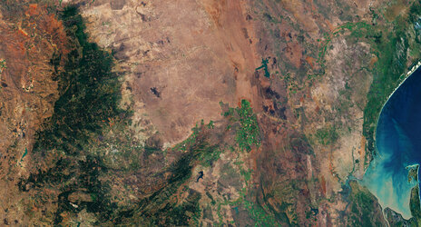 The Crocodile River traverses South Africa