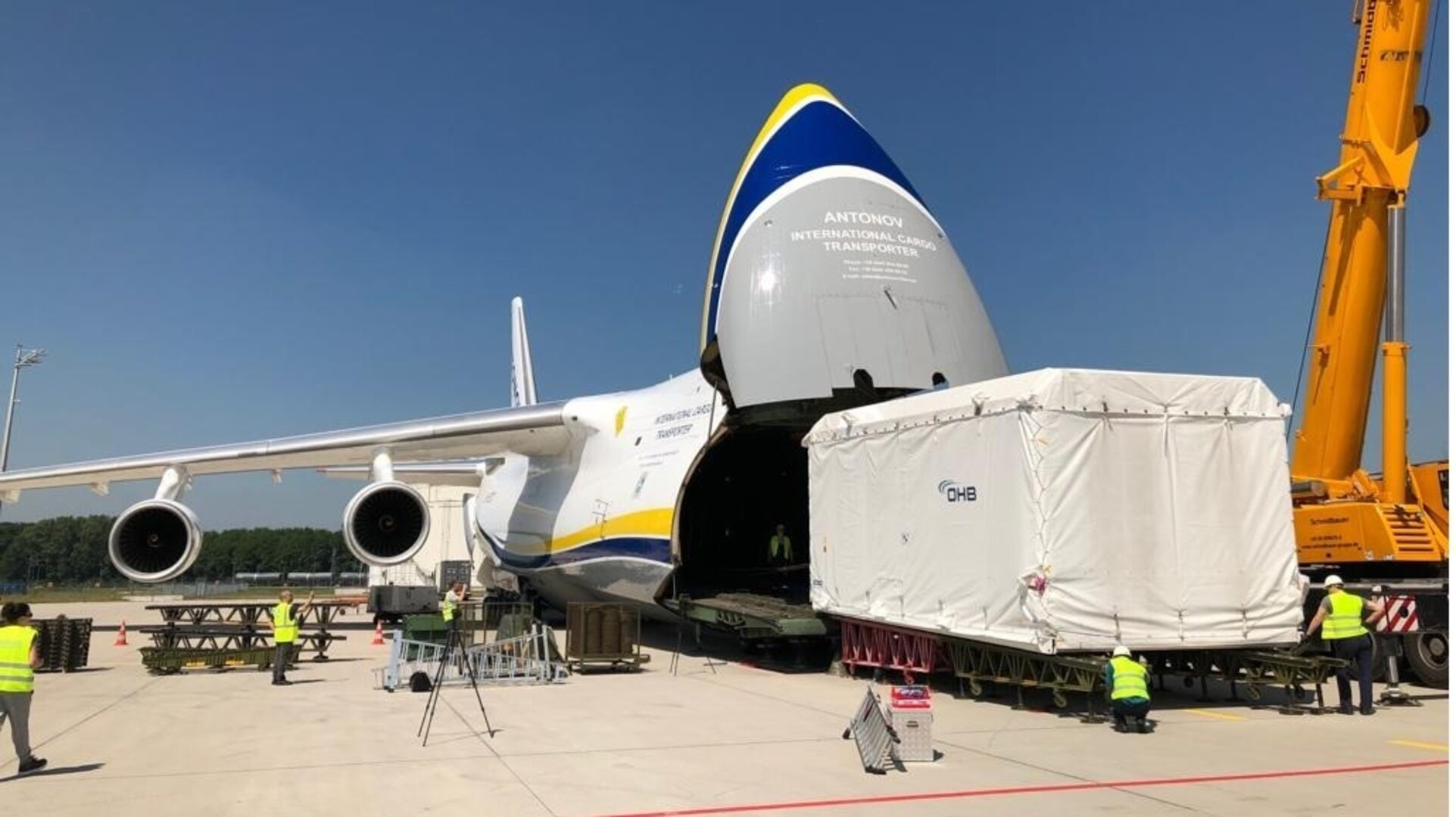 The EDRS-C satellite being loaded onto an Antonov cargo transport plane