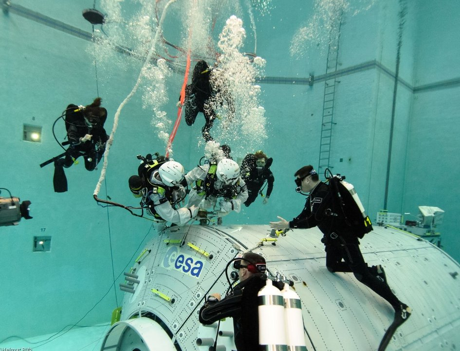 ESA EVA training in the NBF at EAC