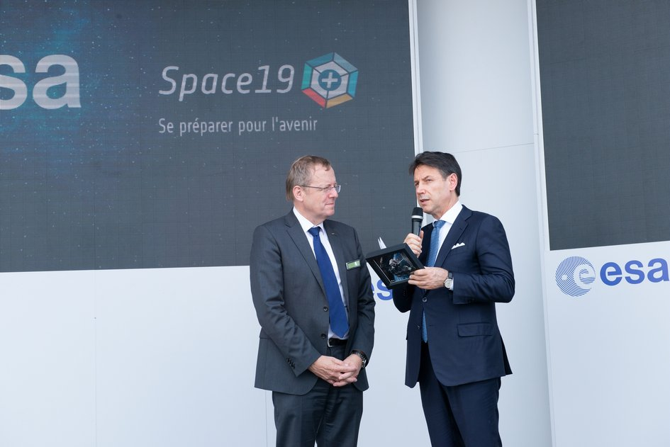 Italian Prime Minister Giuseppe Conte visits ESA's stand at Le Bourget