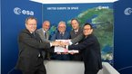 [8/32] JUICE launcher contract signed at Le Bourget