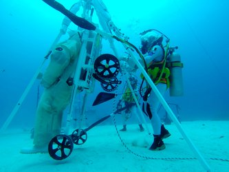 NEEMO 23 crew members test LESA rescue device prototype