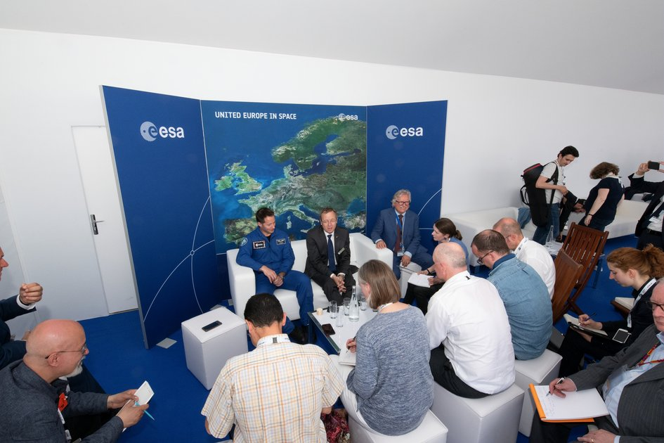 Press conference with ESA Director General Jan Wörner and ESA astronaut Thomas Pesquet