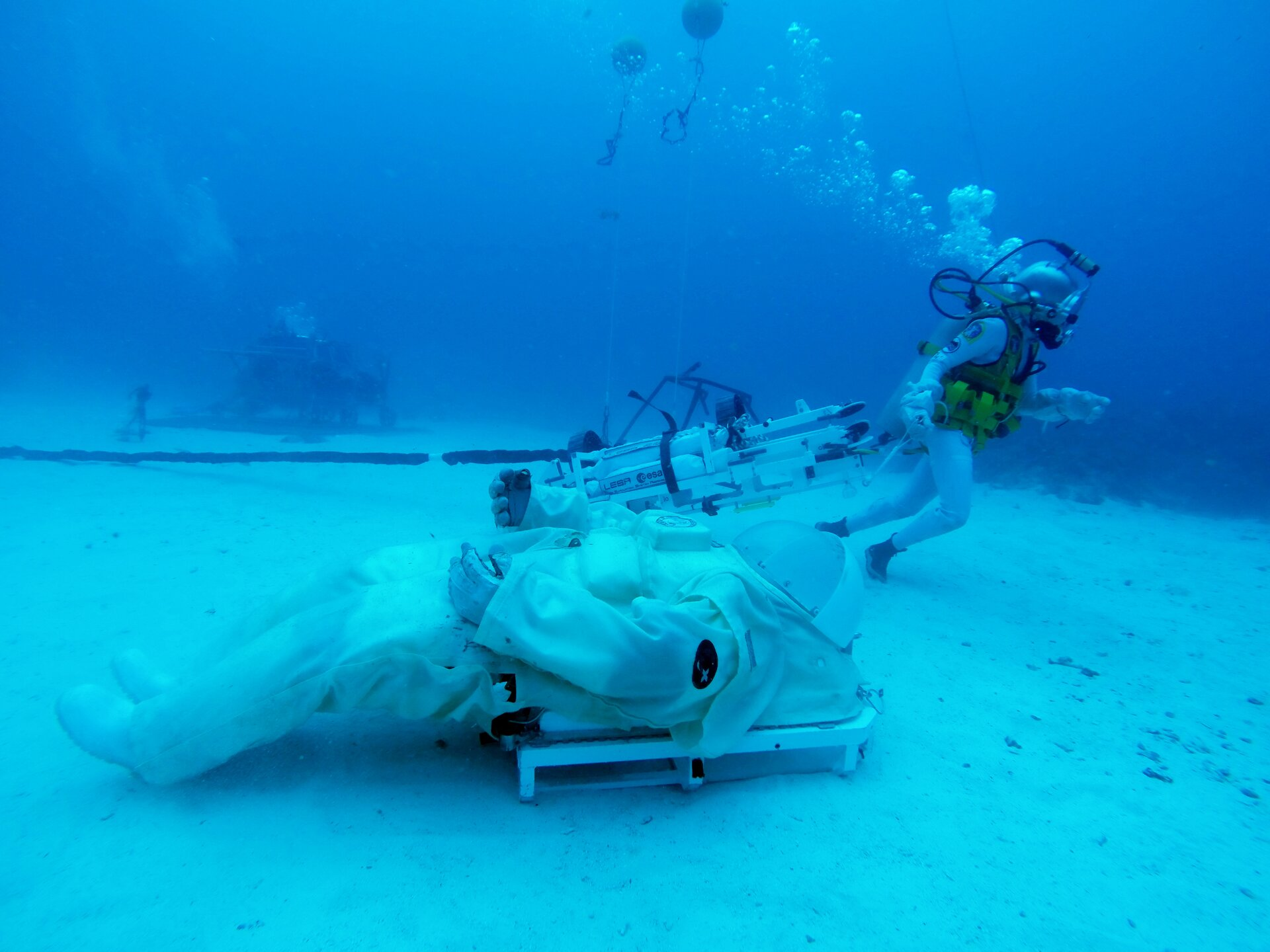 Testing LESA rescue device during NEEMO 23