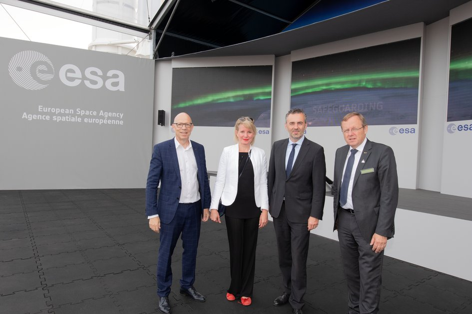 Thomas Jarzombek visits with ESA at Le Bourget 2019