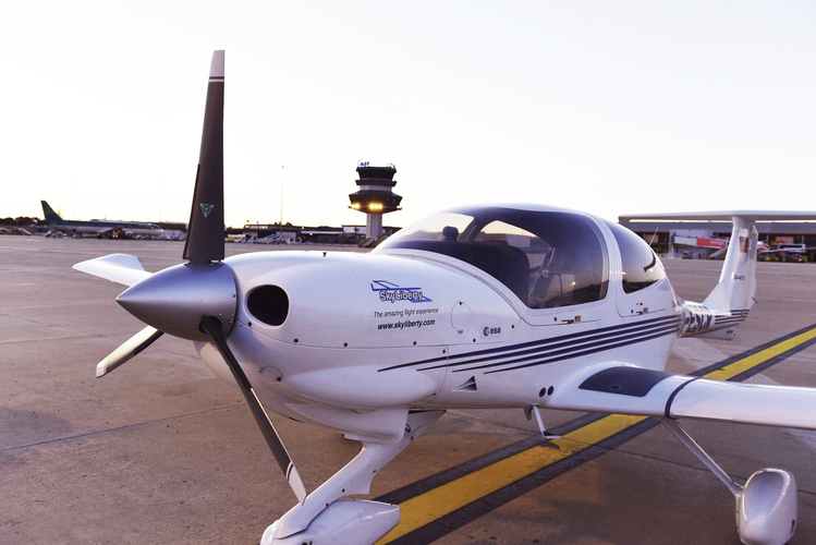 Diamond DA40 light aircraft